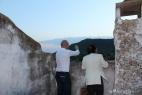 Al Bano ammira il panorama dei Monti del Duca
