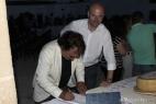 Al Bano firma il libro degli ospiti della Masseria del Duca