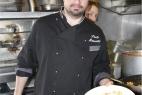 Lo Chef Paolo Mannetti prepara le orecchiette pugliesi con cacioricotta inMasseria