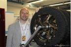 Gianpaolo Cassese nel reparto pneumatici del team Ioda