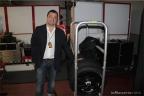 Massimo Telese nel reparto pneumatici del team Ioda