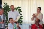 Gianpaolo Cassese mostra il riconoscimento del Comune di Grottaglie al prestigio del formaggio Don Carlo