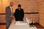 Gianpaolo Cassese mostra a Dario Stèfano, Assessore alle Politche Agricole della Regione Puglia, la prima torta al mondo che riproduce un impianto di biogas!