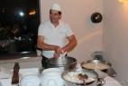 Il nostro Michele prepara sul momento delle squisite mozzarelle inMasseria
