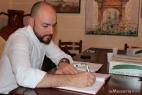 Alessandro Carpenedo firma il libro degli ospiti