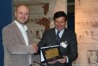 Gianpaolo Cassese viene premiato da Maximilian Hardegg, Membro del Consiglio direttivo DLG International