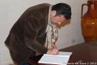 Fabrizio Gatta firma il libro degli ospiti