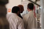 Gianpaolo Cassese mostra un pannello di controllo necessario al funzionamento dell'impianto di biogas al Ministro dell'Ambiente argentino